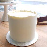 Gâteau classic en crème au beurre a la suisse blanche