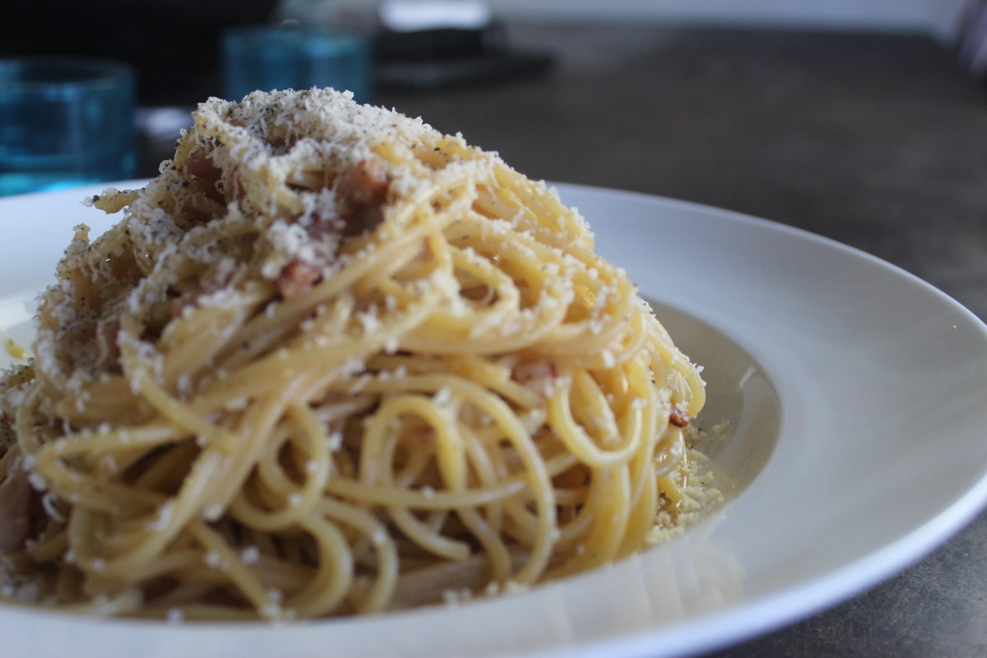 Pasta with cheesy sauce