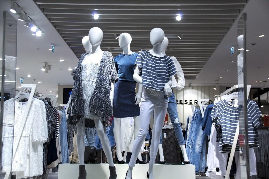vitrine de roupas