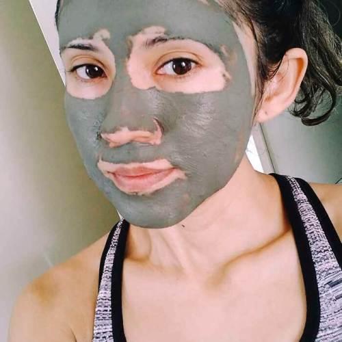 máscara de argila verde com óleos vegetais