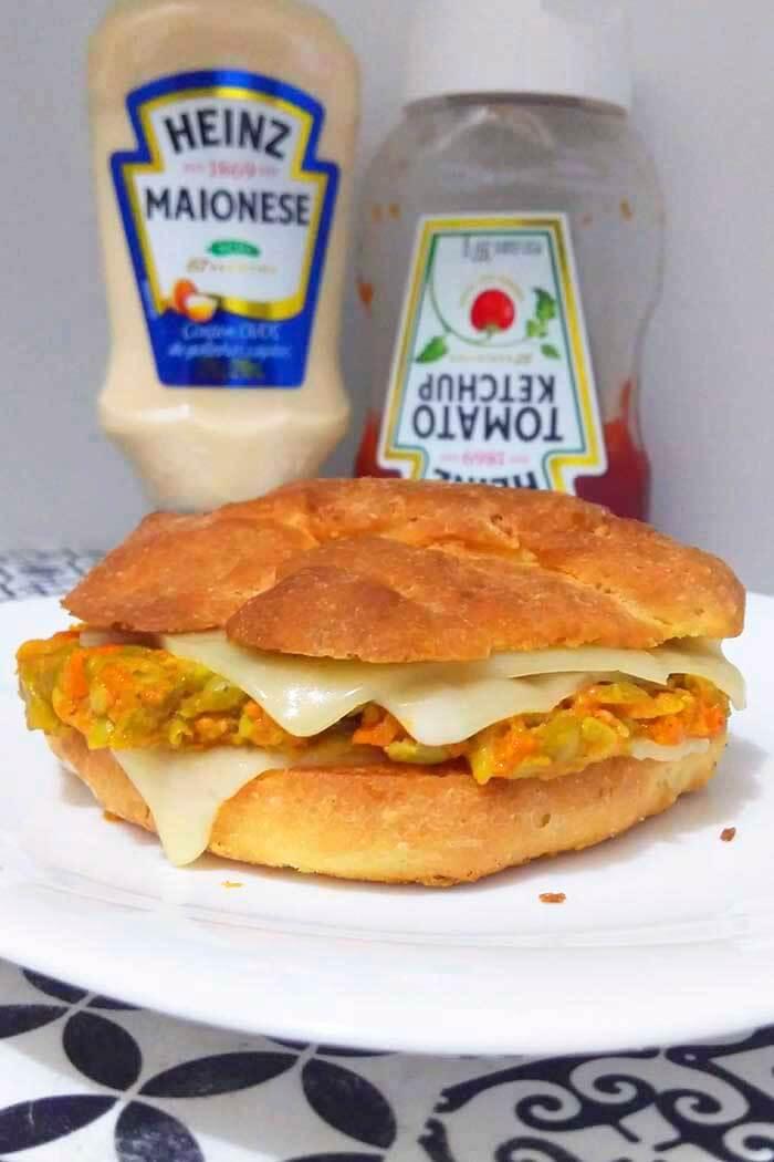 hambúrguer de ervilha com cenoura