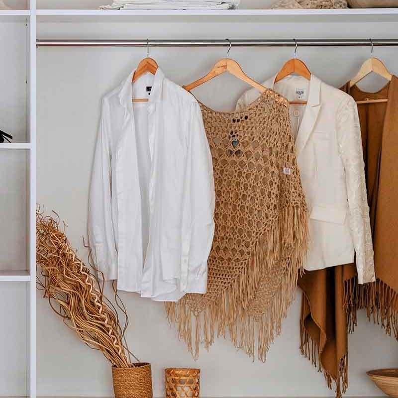 guarda-roupa minimalista com poucas peças