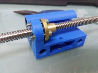 new right X axis carriage with nut installed