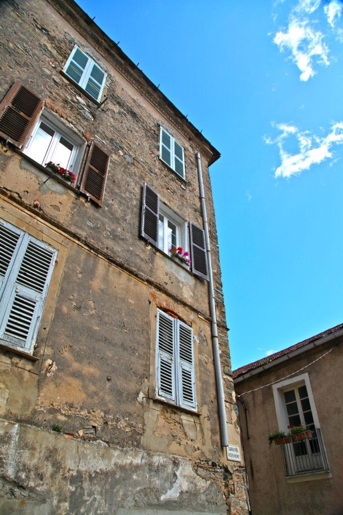 Detailansicht Häuser von Korsika
