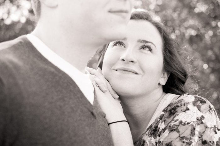 bells-mill-park-outdoor-spring-photoshoot-engagement-photography-photographer-chesapeake-virginia-north-carolina-va-sc-outdoor-field-natural-candid-wedding-9