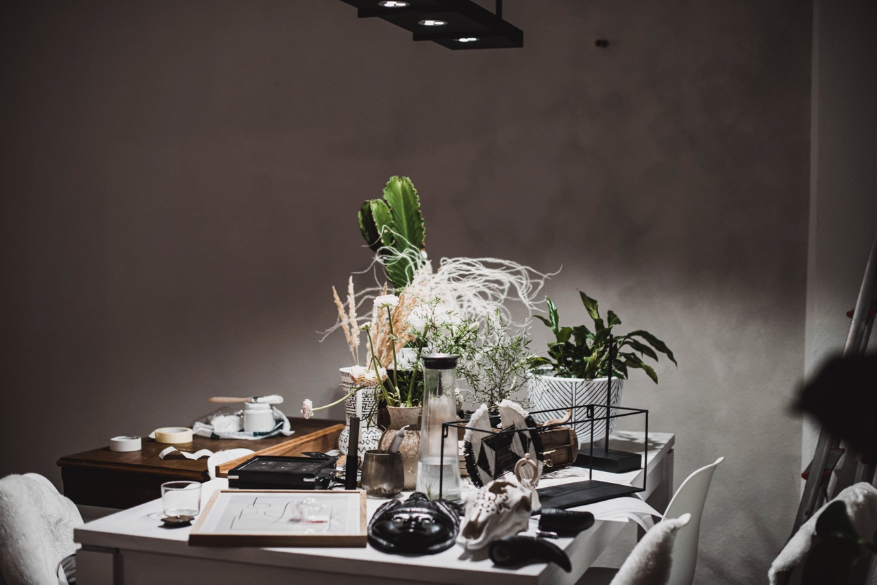 Ein Tisch voller Deko