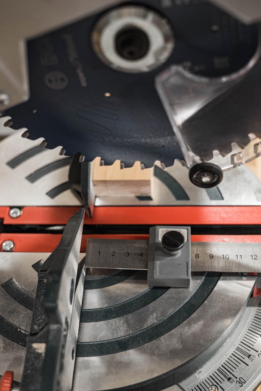 Kappsägestation für die Bosch Professional GCM 8 SJL