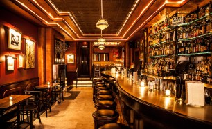 bar scene NYC - real-world setting for writers