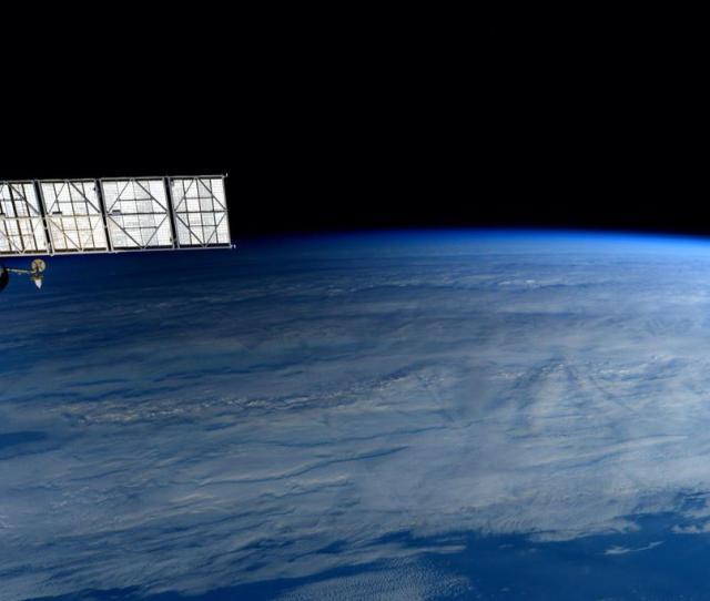La Umbra Del Eclipse Cerca Del Terminador Vista Por Terry Virts Desde La Iss Justo Bajo La Progress M M Nasa