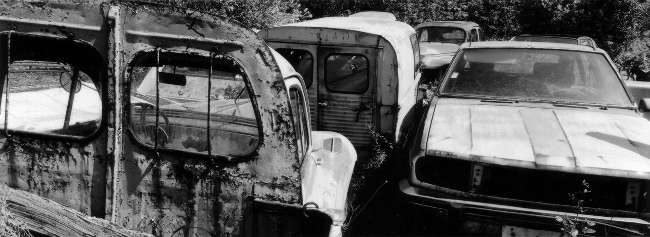 Voitures anciennes abandonnées