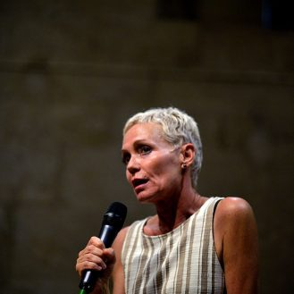 Pia Petersen au Chapiteaux du livre. Scène de Bayssan. Béziers