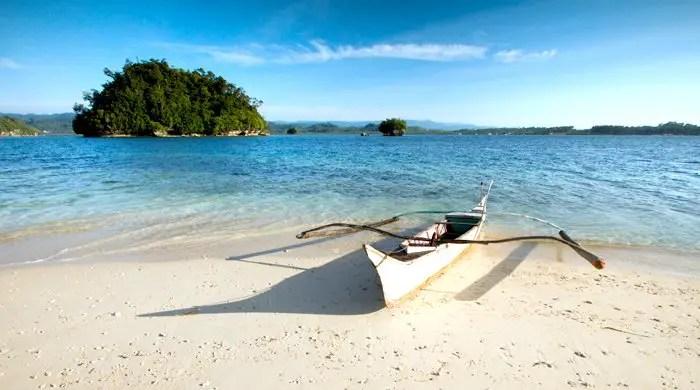 Britanica Group of Islands is one Surigao Del Sur tourist spots.