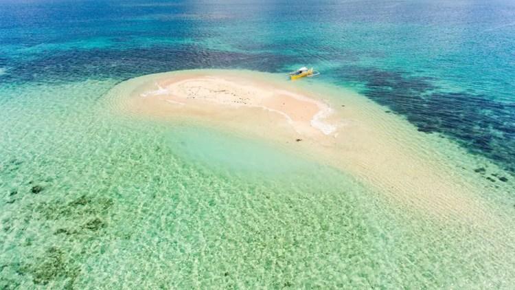 Campayas Vanishing Island is one of the tourist spots in Surigao Del Norte.