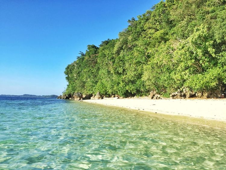 Pollilo Island is one of the Quezon province tourist spot/destinations. It is also one of the best places in Quezon province.