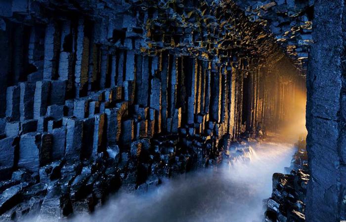 fingals-cave,-scotland