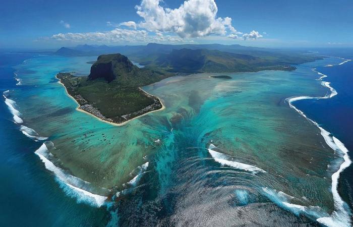 underwater-waterfall-mauritius