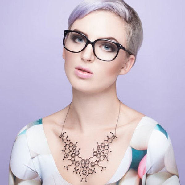 Gorgeous overdose molecular structure necklaces from common drugs