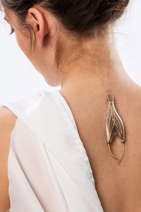 Jewellery that creates electricity from body movements