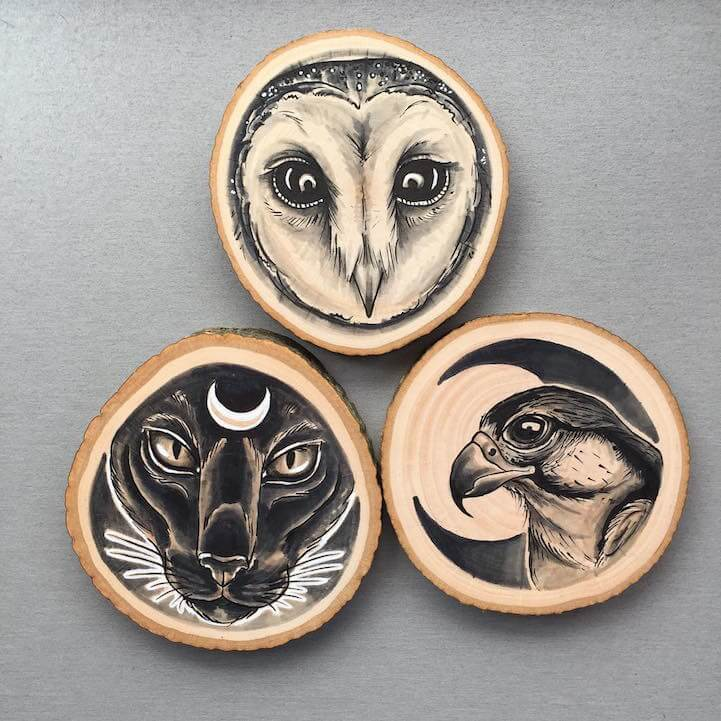 Portraits of animals on wooden canvases by Kirsten Roodbergen