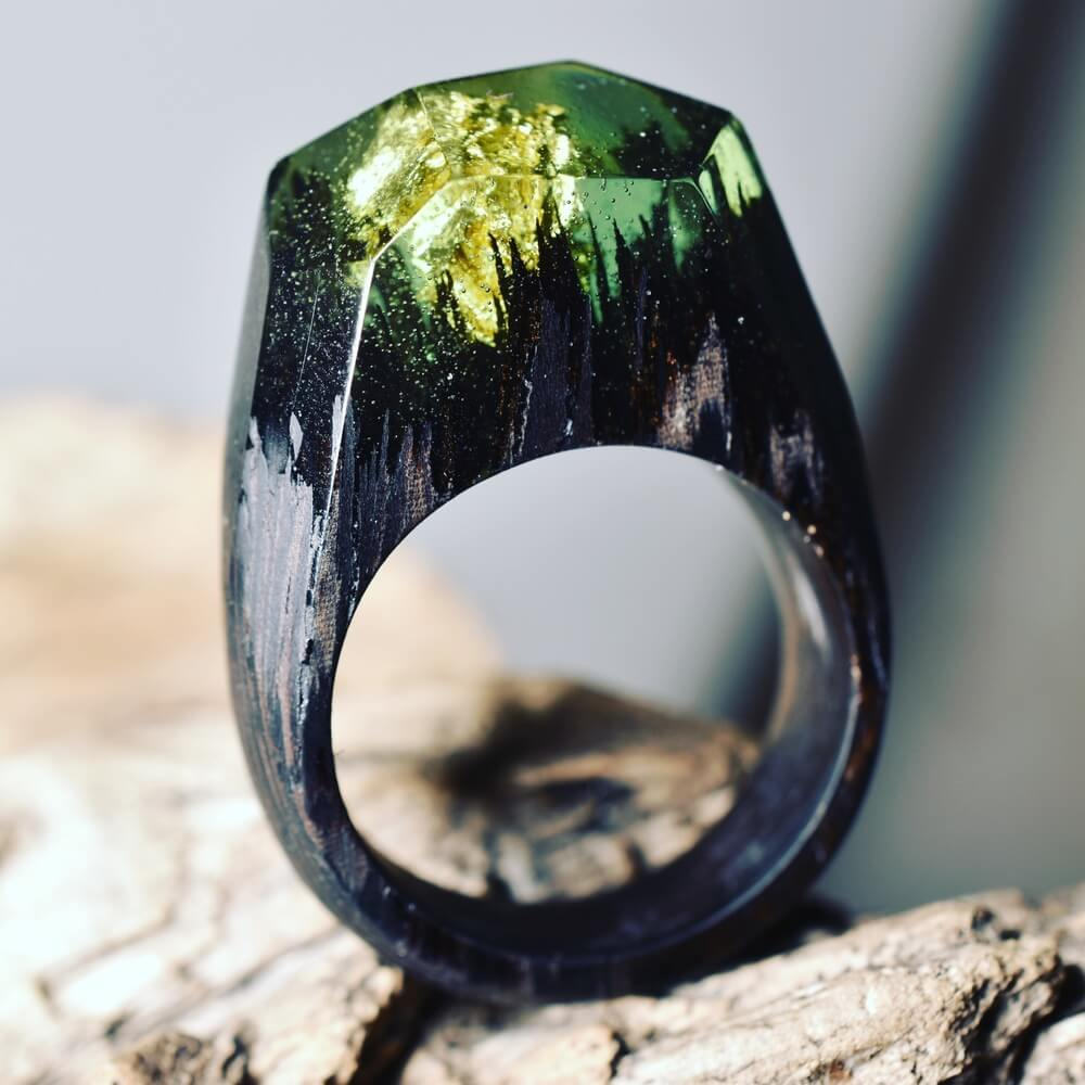 Green Millettia Laurentil Forest: Miniature fantasy worlds within wooden rings