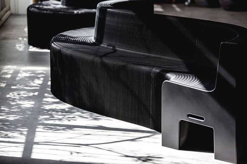 Chair expands like an accordion