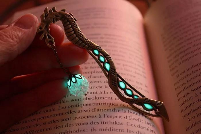 glow-in-the-dark-bookmarks-manon-richard-3