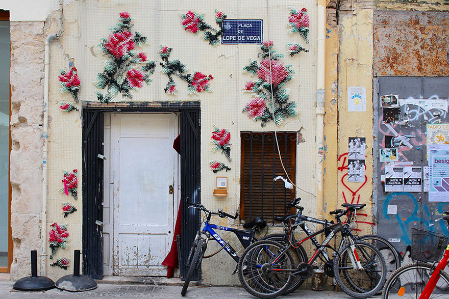 raquel-rodrigo-cross-stitch-street-art-1