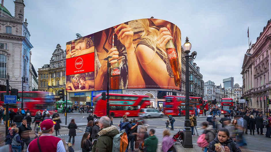 Giant London billboard knows your car, even how you're feeling