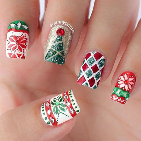 Festive nail art inspired by the ugly sweater trend