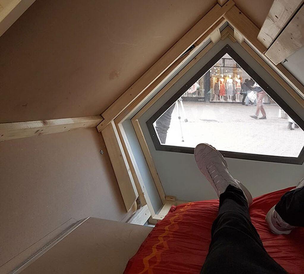 Sleep pods help keep the homeless warm