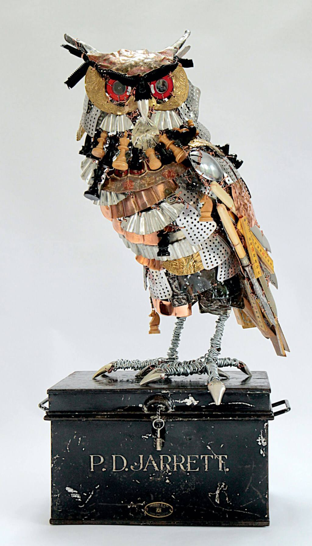 Upcycling owl sculpture