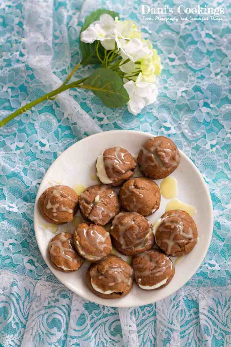 [:en]Cocoa Profiteroles with sour cream white chocolate filling[:bg]Какаови еклери с бял шоколадов крем[:]