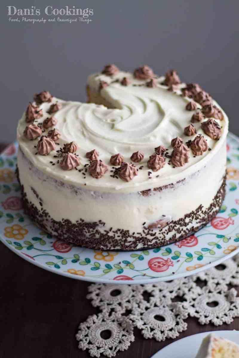 [:en]Easy Profiterole Cake with Mascarpone Frosting[:bg]Лесна еклерова торта с маскарпоне крем[:]