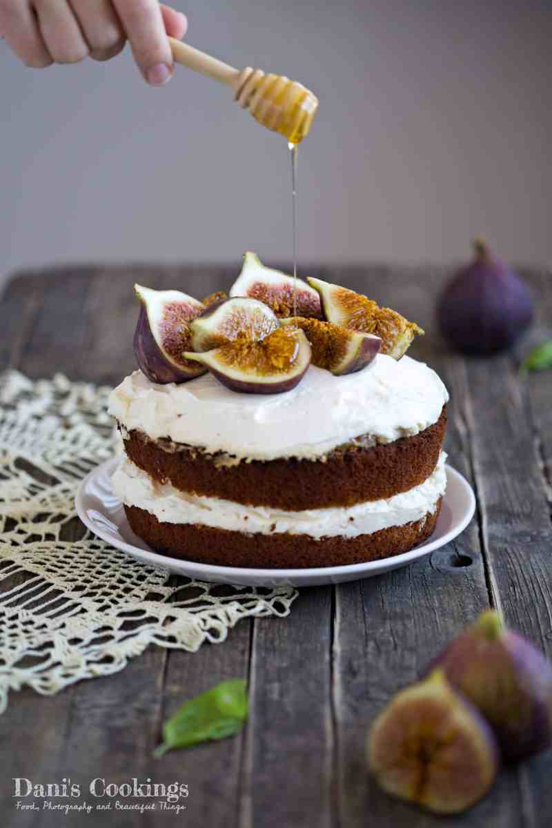[:en]Honey Cake with Ricotta frosting and Figs[:bg]Медена торта с крем рикота и смокини[:]