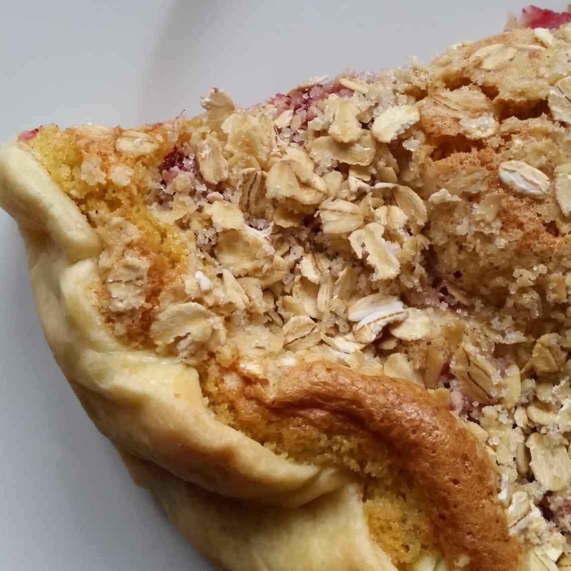 Bag en nem hindbærtærte med marcipan. Lav din egen mørdej eller brug en købt tærtedej. Find opskrifter på lagkager, mad og desserter, samt inspiration til årets gang på danishthings.com