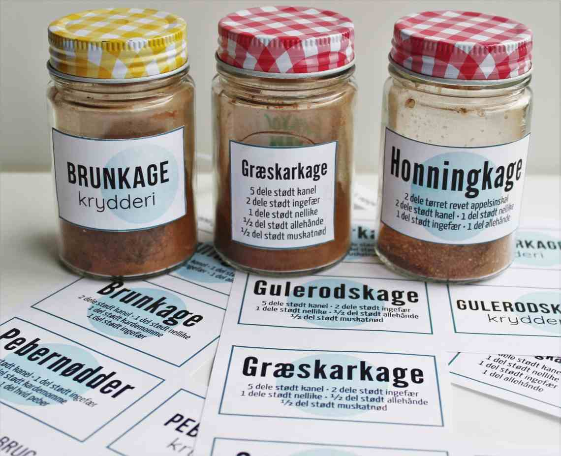 6 krydderiblandinger til kager og småkager + labels. Lav dine egne krydderiblandinger til: honningkager, pebernødder, peberkager, brunkager, krydderkage, gulerodskage, græskarkage og squashkage - print de tilhørende labels. Find opskrifter, gratis print til download og inspiration til årets gang på danishthings.com