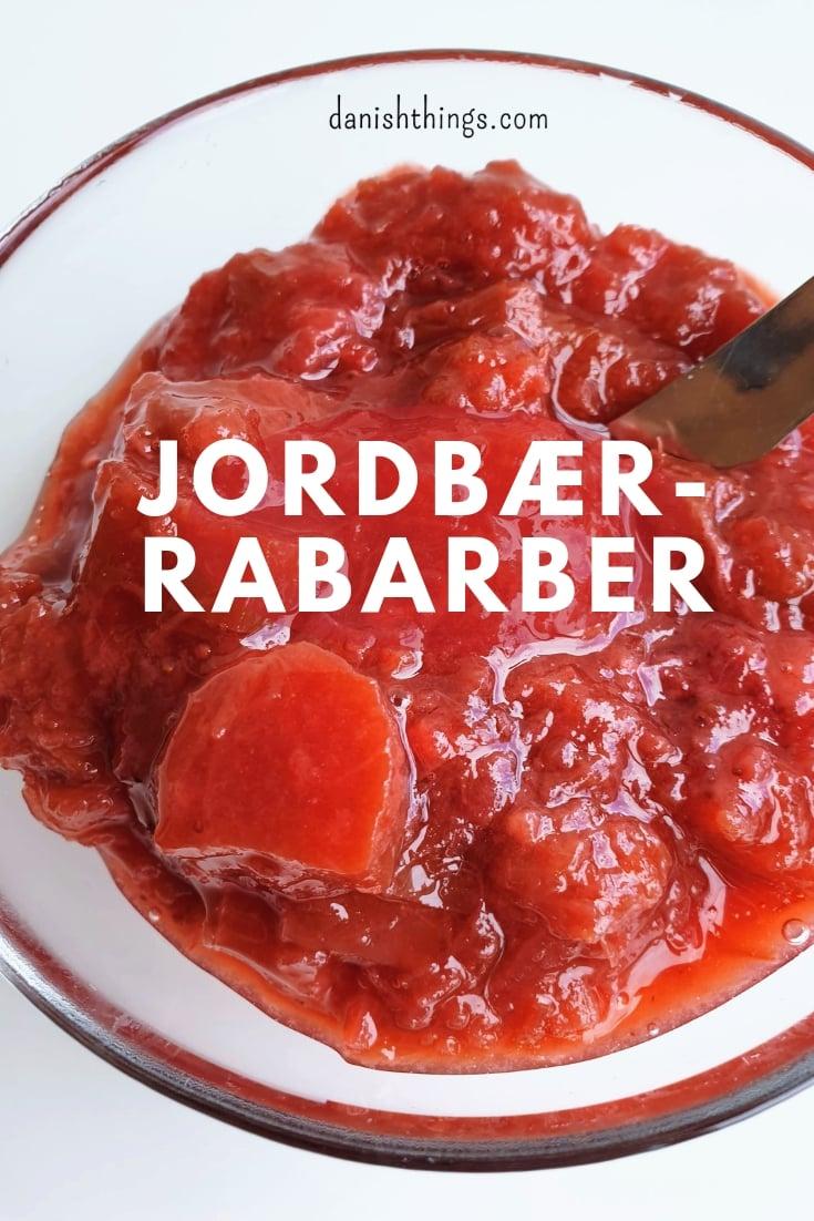 Her får du den bedste opskrift på jordbær-rabarber sirup og jordbær-rabarber marmelade, syltetøj eller puré. Find opskriften, gratis download, print og inspiration til årets gang på danishthings.com