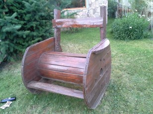 Calafate. A seat made from a cable spool