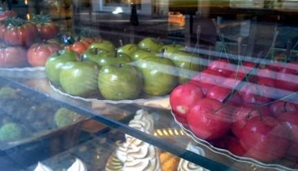 Cakes made to look like fruits, Zaragoza