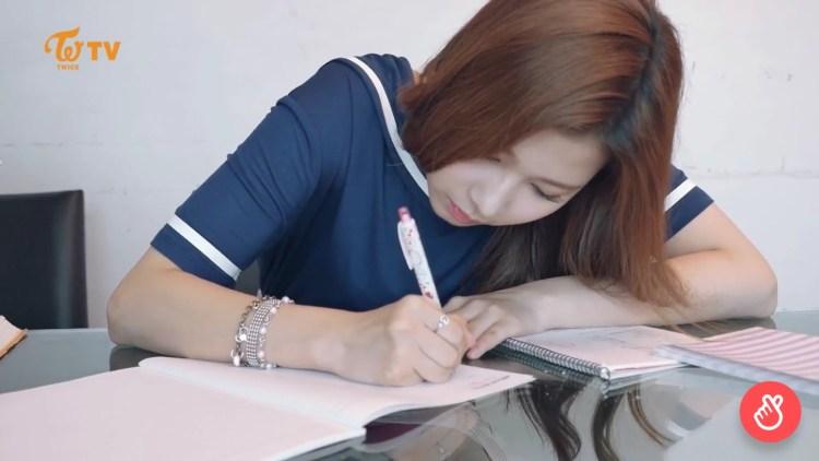 サナのように韓国語の勉強頑張ろう!