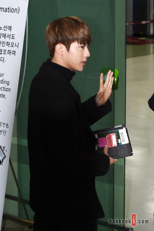BTS 空港 ファッション ジン