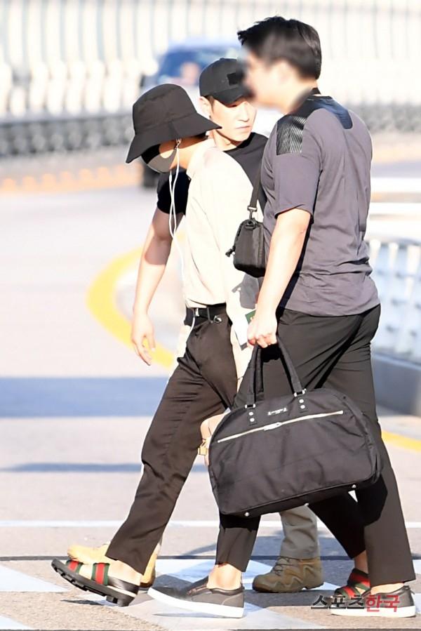 BTS 空港 ファッション V