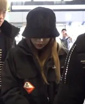 黒い服で空港に現れたテヨン