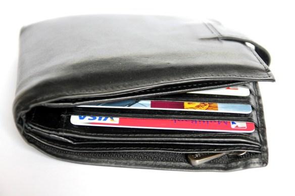 banks cut back on rewards