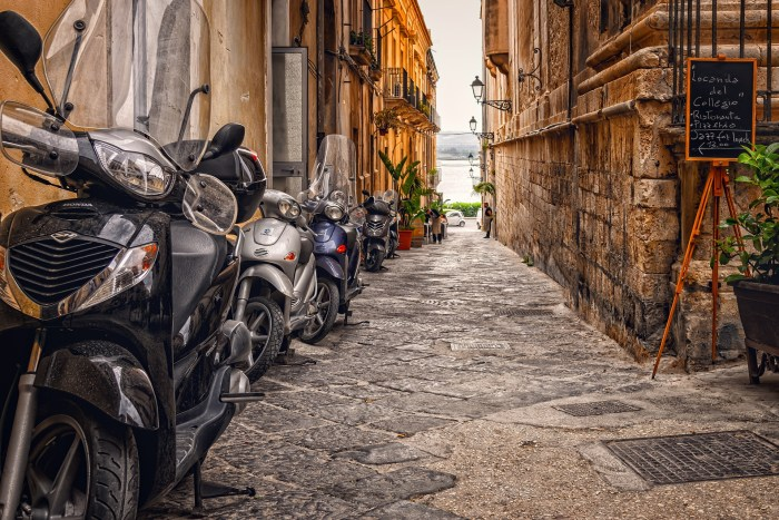 sicily pays tourists