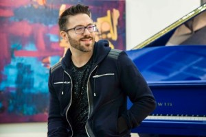 Danny Gokey Promo Pic for Spanish Album Promotion