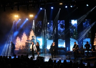 Danny Gokey and backup singers perform at Zorn Arena - Celebrate Christmas Tour