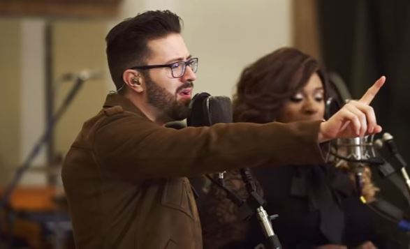"Danny Gokey performs ""Better Than I Found It"" with Kierra Sheard"