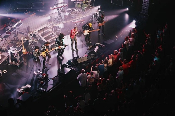 aerial shot of Danny Gokey Band by Diego Brawn 2017