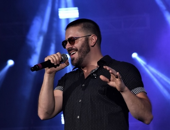 Danny Gokey performs at Elevate 2019 by Rebecca Pau